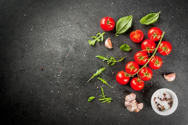 Tomate cereja na mesa de pedra escura Foto Premium
