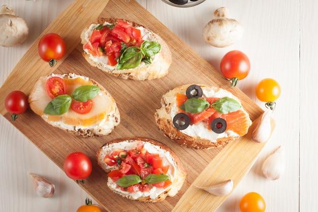 Tomate italiano e queijo bruschetta Foto Premium