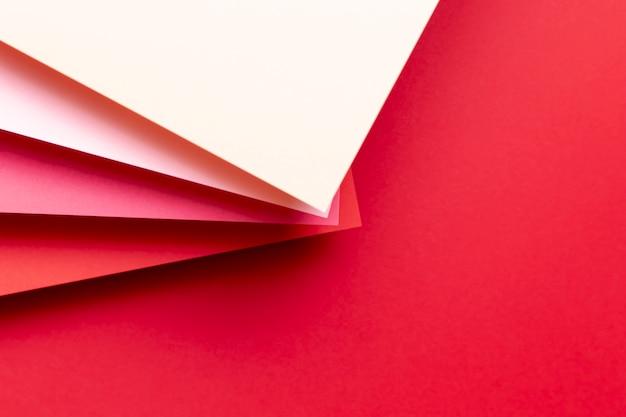 Tons de vista superior de padrões vermelhos Foto gratuita