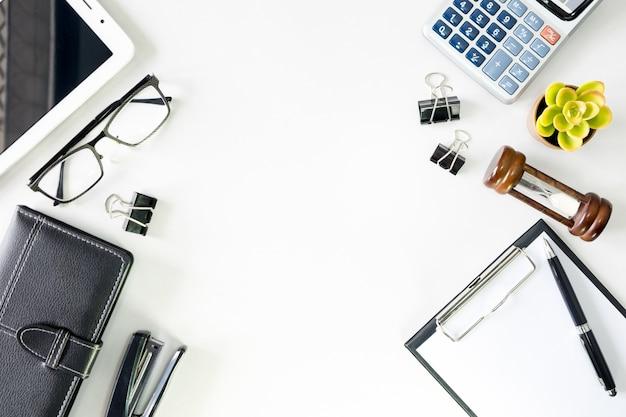 top view business office desk com c pia espa o heroes cabe alho imagem no fundo branco baixar. Black Bedroom Furniture Sets. Home Design Ideas