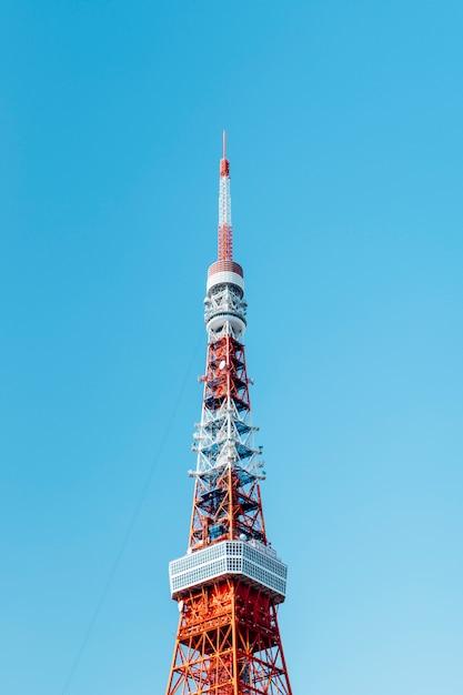 Topo da torre de tóquio Foto gratuita