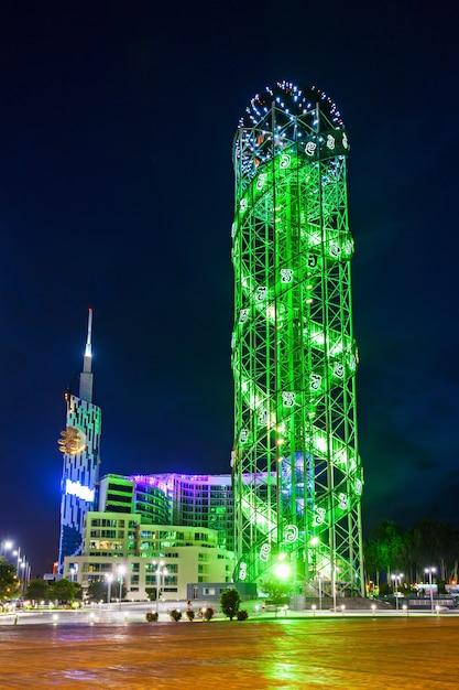 Torre alfabética, batumi Foto Premium