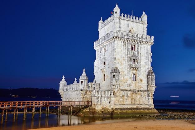 Torre de belém ao pôr do sol Foto Premium