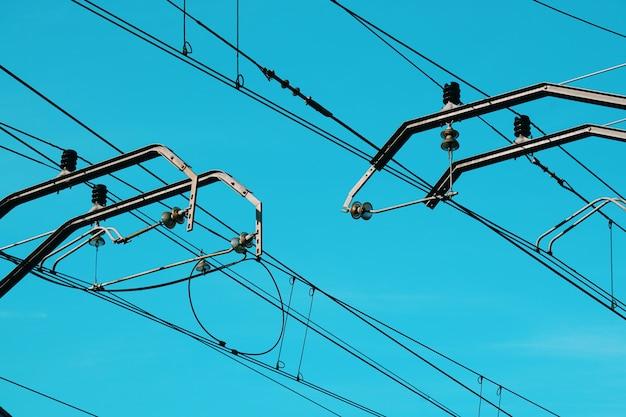 Torre de eletricidade e céu azul, linha de energia elétrica Foto Premium