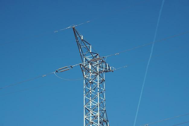 Torre de eletricidade e céu Foto Premium