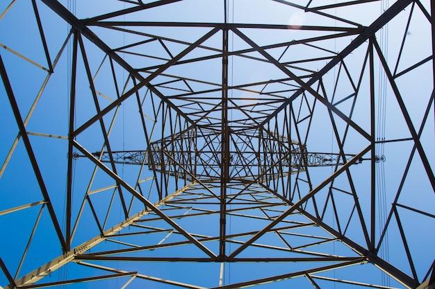 Torre de luz dentro da vista Foto gratuita