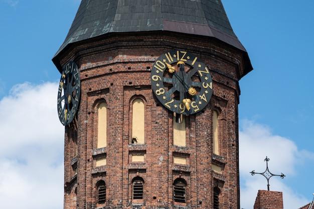 Torre do relógio da catedral de konigsberg Foto Premium