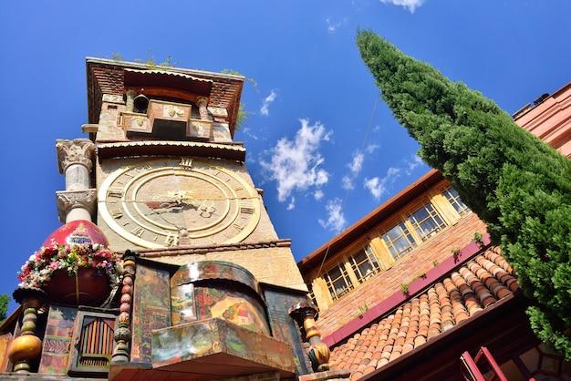 Torre do relógio em tbilisi Foto Premium