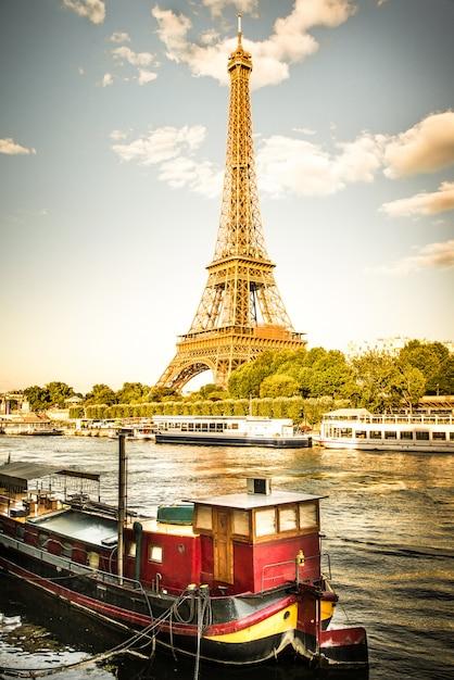 Torre eiffel em paris Foto Premium