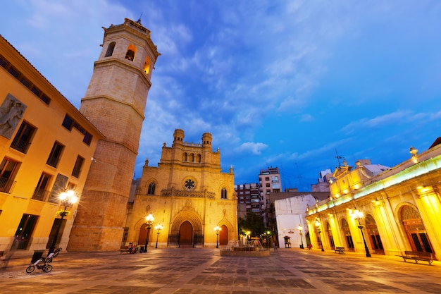 Torre fadri e catedral de castellon de la plana de noite Foto gratuita
