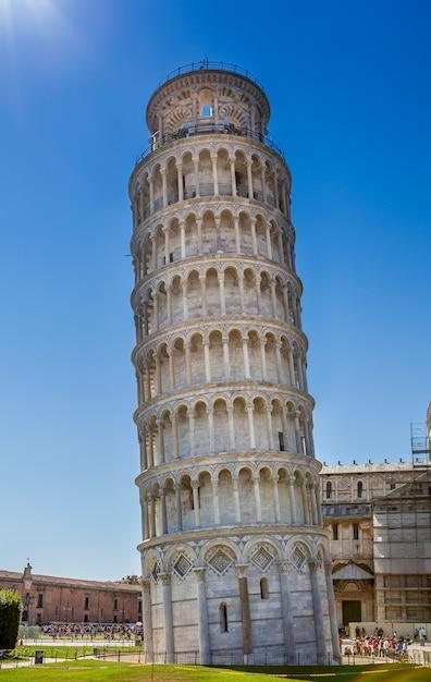 Torre inclinada de pisa na itália close-up Foto Premium