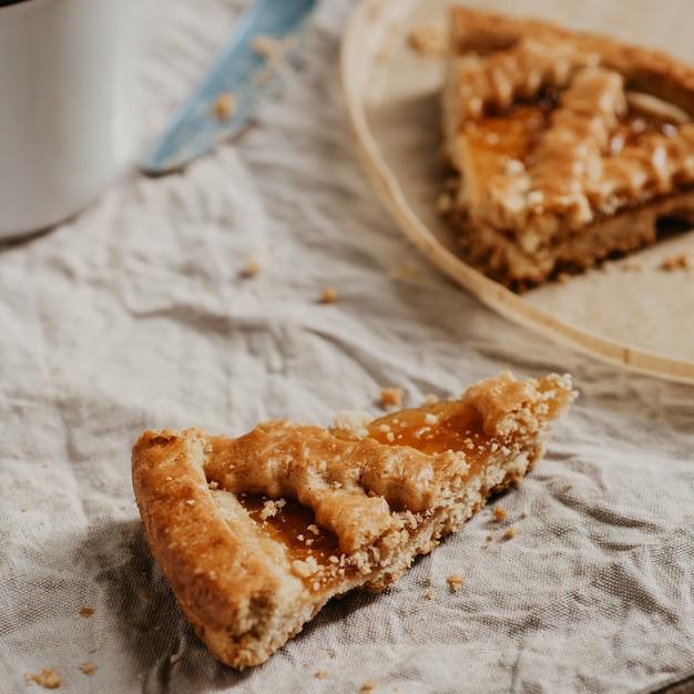 Torta de crosta de outono outono com geléia close-up Foto Premium