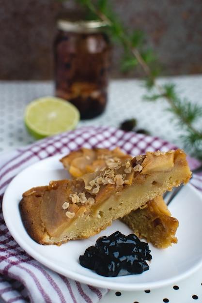 Torta de maçã de cabeça para baixo Foto gratuita