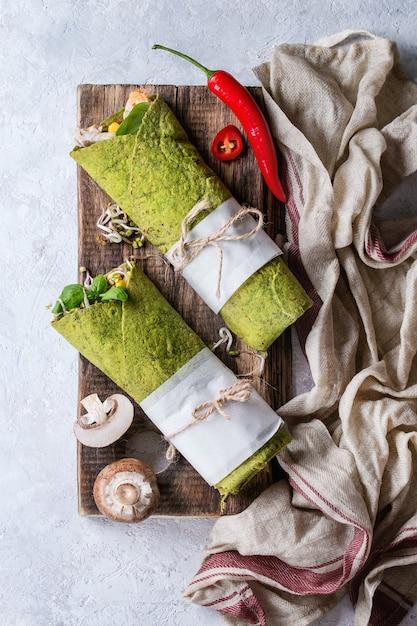 Tortilha de espinafre verde Foto Premium