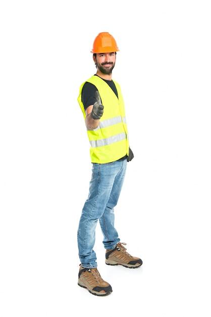 Trabalhador com polegar acima sobre fundo branco Foto gratuita