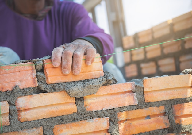 Trabalhador de pedreiro Foto Premium