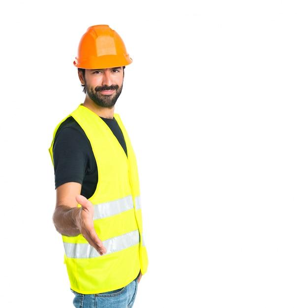 Trabalhador fazendo um acordo sobre fundo branco isolado Foto gratuita
