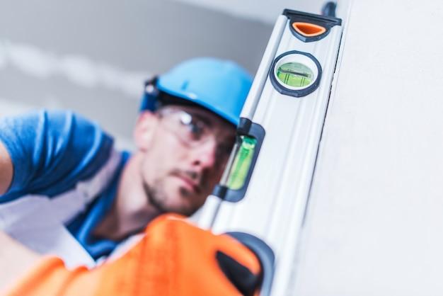 Trabalhador profissional da construção civil Foto gratuita