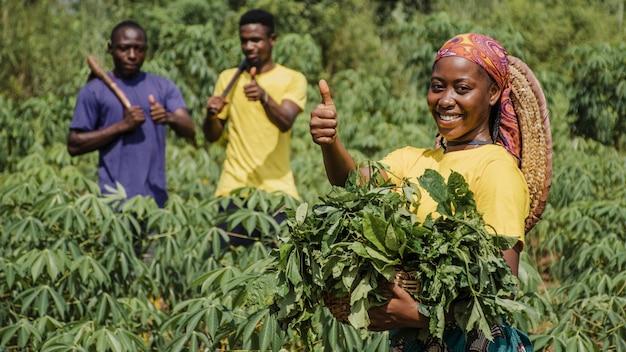 Trabalhadores do campo no campo Foto gratuita