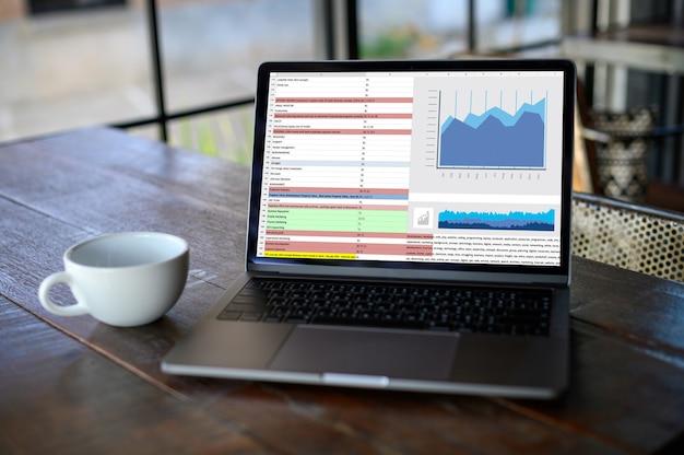 Trabalhar duro data analytics Foto Premium