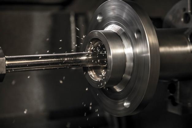 Trabalho de máquina de torno de indústria Foto Premium