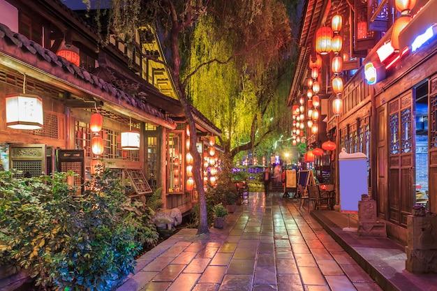 Tradicional de madeira pedestre retro chinesa Foto gratuita