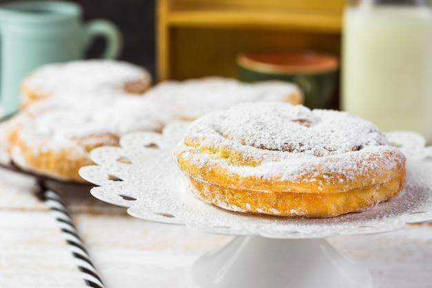 Tradicional espanhol ou filipino pastelaria ensaimada. Foto Premium