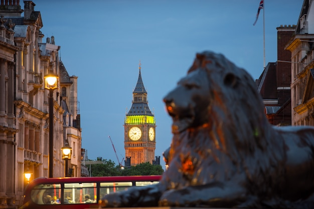 Trafalgar square em londres inglaterra reino unido Foto Premium