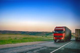 Tráfego de caminhões Foto gratuita