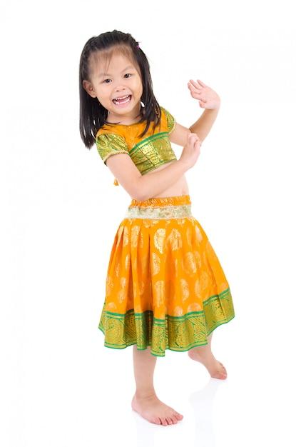 Traje indiano tradicional e dança Foto Premium