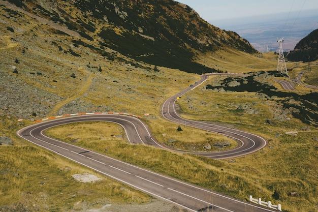 Transfagarasan, roménia estrada sinuosa nas montanhas Foto Premium