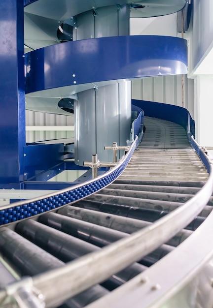 Transportadores modulares e automação industrial para máquinas de transferência de pacotes Foto Premium