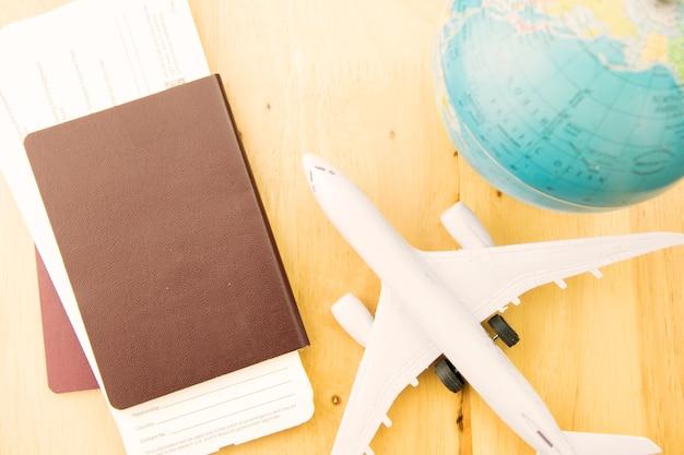 Transporte do curso do conceito com avião. Foto Premium
