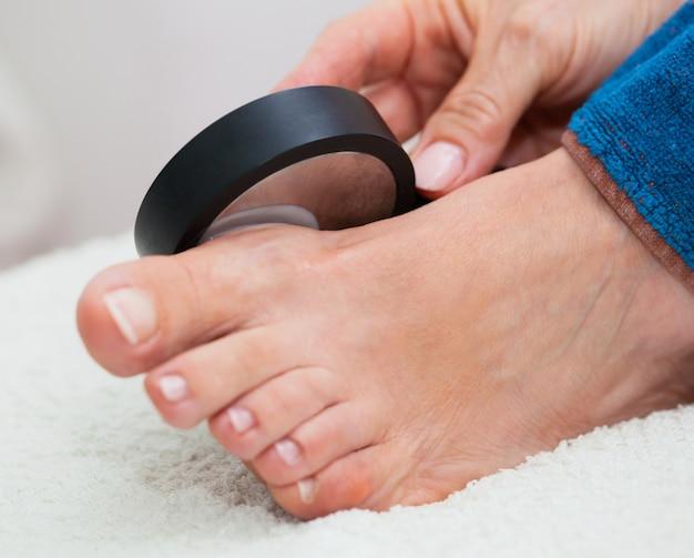Tratamento de ultra-som no pé Foto Premium