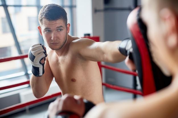 Treinamento de boxe no fight club Foto gratuita