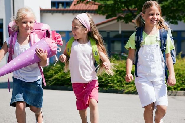 Três alunos se divertindo Foto Premium