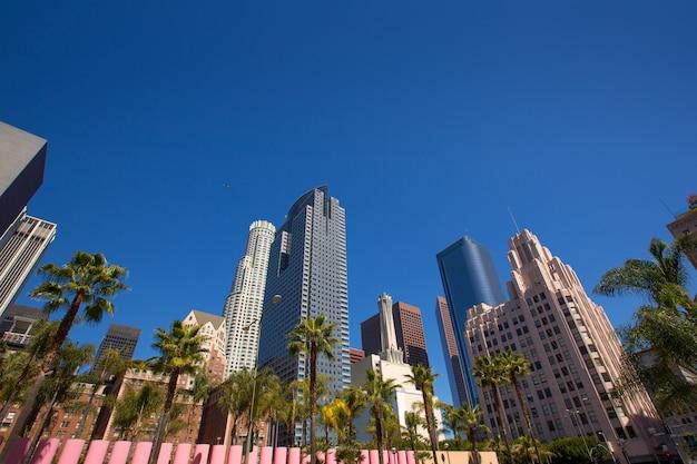 Tríade de palmeiras do centro da cidade de los angeles pershing square Foto Premium