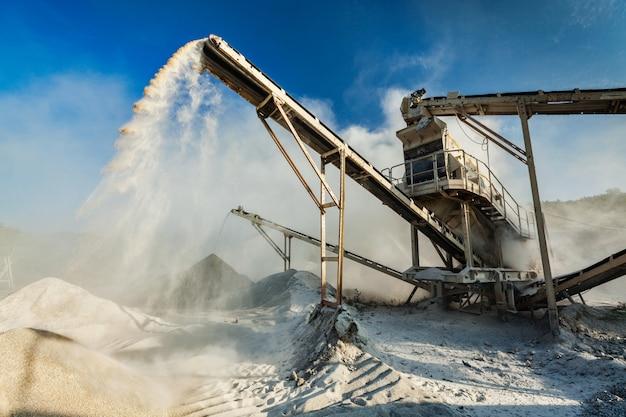 Triturador industrial - máquina de trituração de pedra de rocha Foto Premium