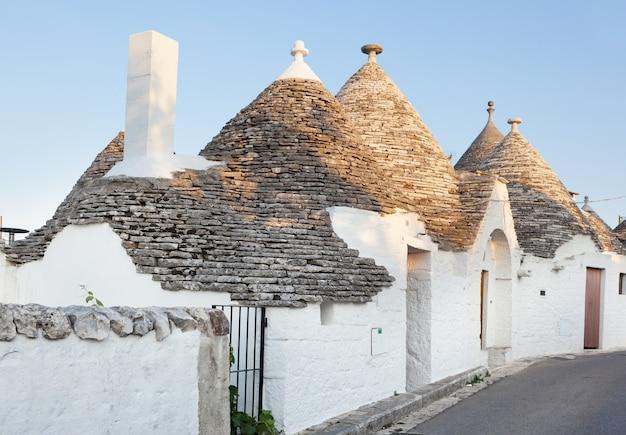 Trulli, as típicas casas antigas em alberobello. Foto Premium