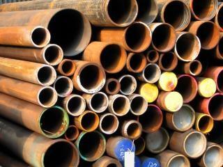 Tubos de aço enferrujado Foto gratuita