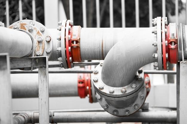 Tubulação de água na estação de tratamento de água Foto Premium