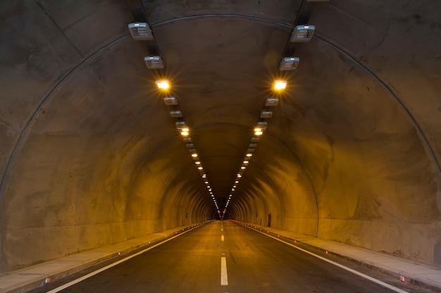 Túnel com ponto de fuga Foto gratuita