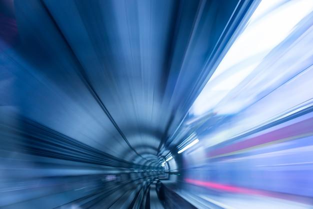 Túnel do metro com luz borrada Foto gratuita