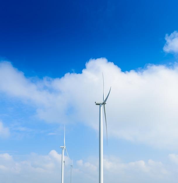 Turbina de moinho de vento para produção elétrica em khao kho, petchaboon, tailândia Foto Premium