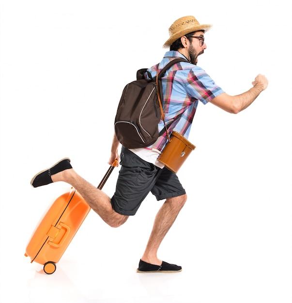Turista que corre rápido Foto gratuita