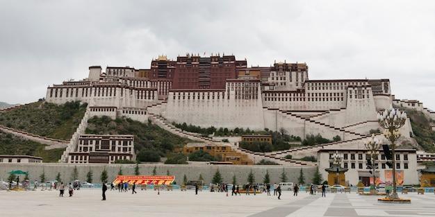 Turistas, em, potala, palácio, lhasa, tibet, china Foto Premium