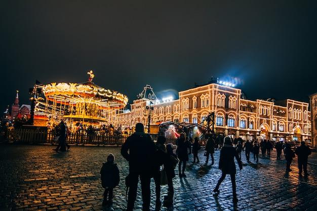 Turistas na praça vermelha de moscou na véspera do ano novo Foto Premium