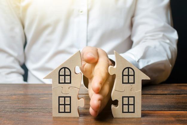 Um advogado compartilha uma casa ou propriedade entre os proprietários. Foto Premium