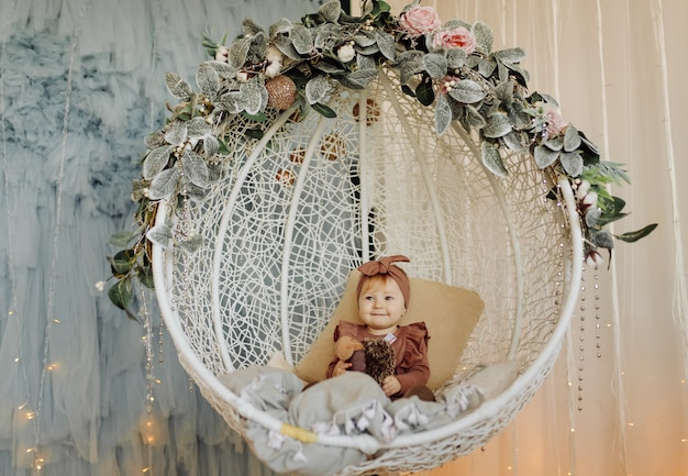 Um bebê feliz brincando Foto gratuita