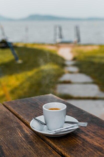 Um café em plantação com natural e feijão, ar puro, aroma cafeína Foto Premium